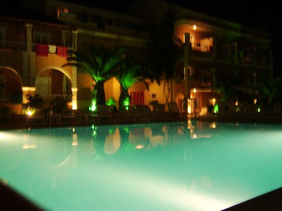Kavos Plaza: the pool at night
