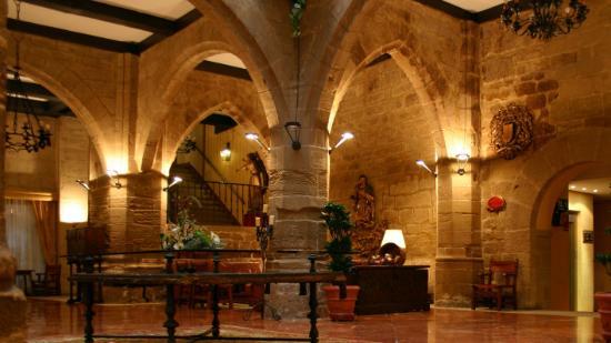 Parador de Santo Domingo de la Calzada: The main atrium of the hotel