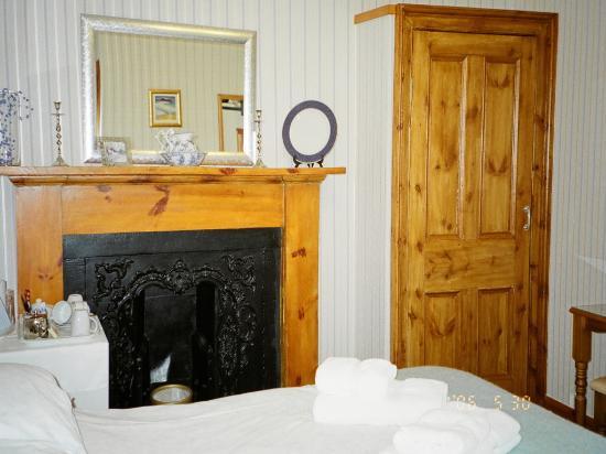 Dionard Guest House: even a fireplace