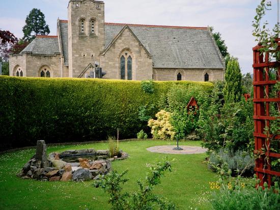 Dionard Guest House: part of a beautiful garden