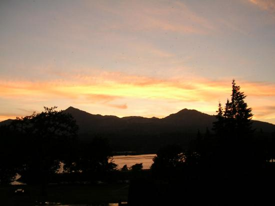 c401f520aff Best Western Plus Columbia River Inn: Sunset over the Columbia River, from  Cascade Locks