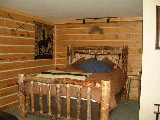 Blue Mountain Bed & Breakfast: Sagebrush Suite bed - SO comfy!