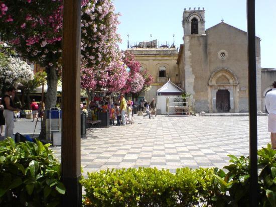 Park Hotel Silemi: Taormina main piazza