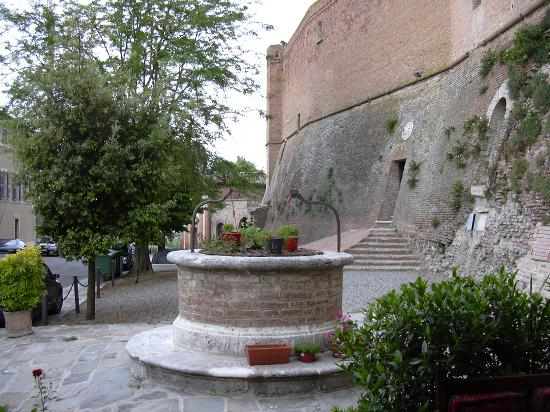 La Locanda del Castello: Well at the Castle