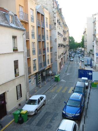 Adagio Access Paris Philippe Auguste: Down street from window
