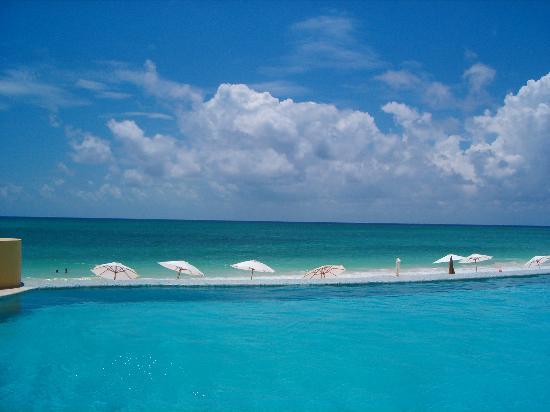 Fairmont Mayakoba: Pool by Beach