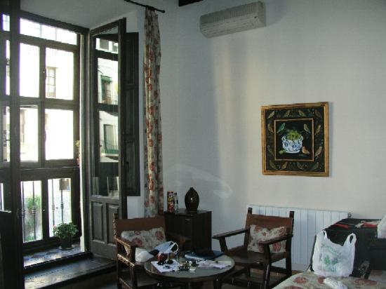 Hotel Zaguan del Darro : My room on the 1st floor facing the street