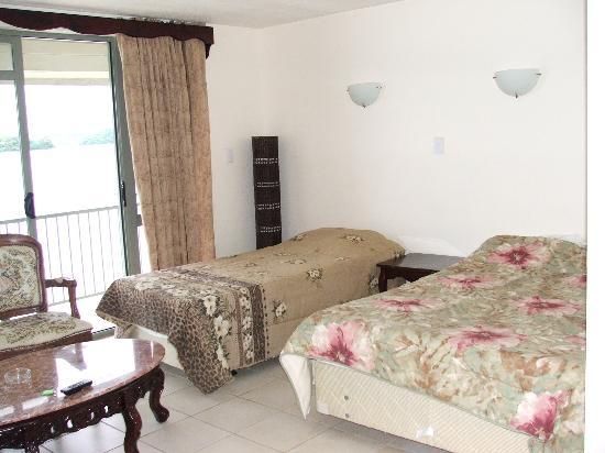 Puataukanave International Hotel : waterfront deluxe room