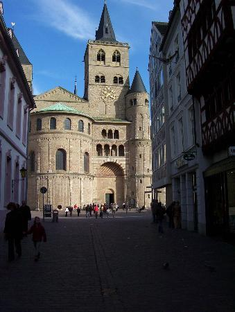 Trier, Jerman: outside the Dom