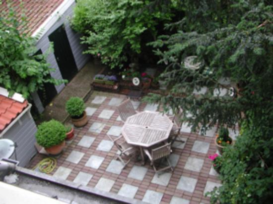 Hotel Washington: Courtyard view