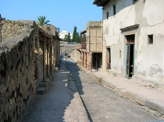 Parco Acheologico di Ercolano: Not a flm set - the real thing!