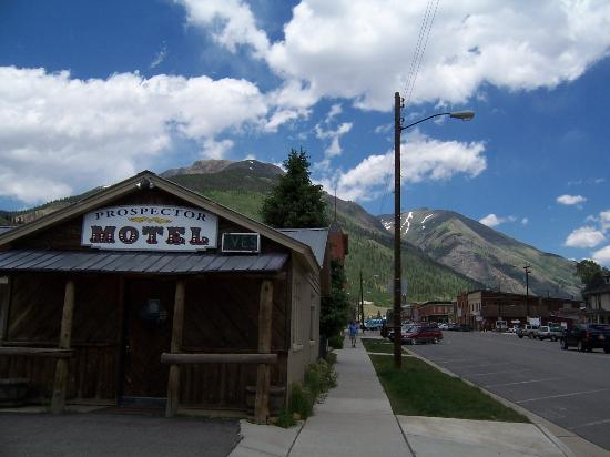 Prospector Motel: Motel with town