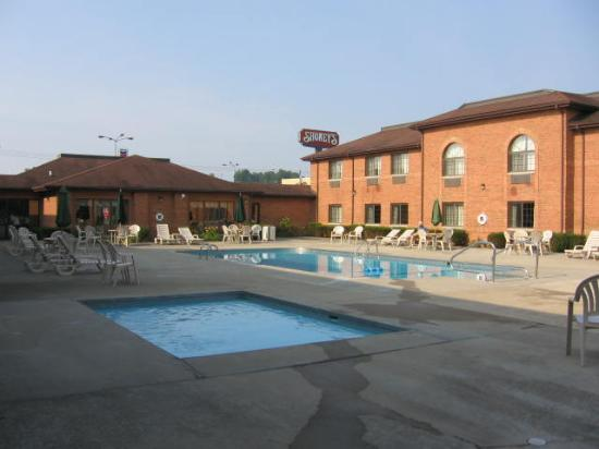 Quality Inn: The outdoor heated pool and kiddie pool--opened from 9:00 a.m. to 9:00 p.m.