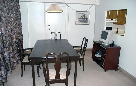 The Business Inn & Suites: Dining Room