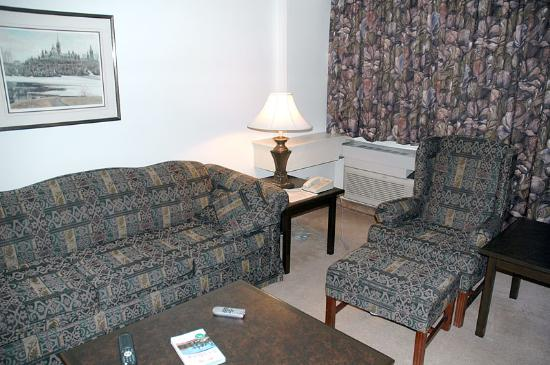 The Business Inn & Suites: Living Area