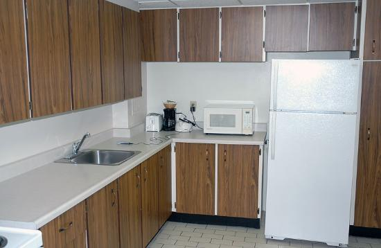 The Business Inn & Suites: Kitchen