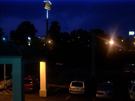 Quality Inn & Suites: View from our window. Bob Evans is just across the road