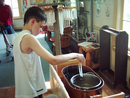 Coshocton Village Inn & Suites: My son making candles at Roscoe village