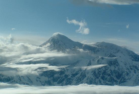 Talkeetna, อลาสกา: Denali Summit above the clouds