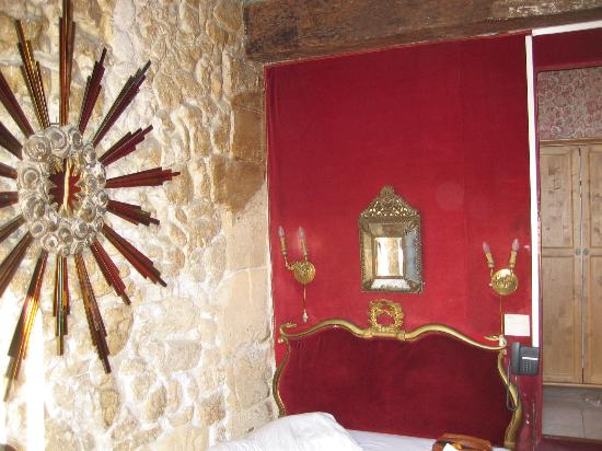 Hotel Esmeralda: small and dank