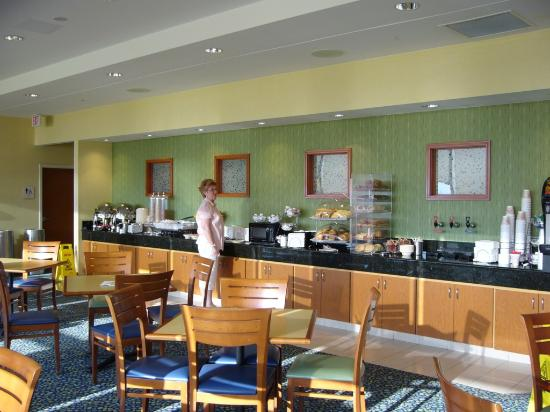 Fairfield Inn & Suites by Marriott Virginia Beach Oceanfront : Breakfast Room