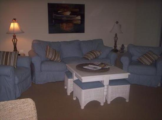 Litchfield Beach & Golf Resort: Living room in the condo