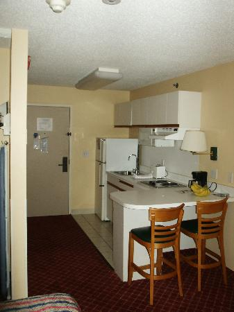Extended Stay America - St Louis - Airport - Central : Kitchen View