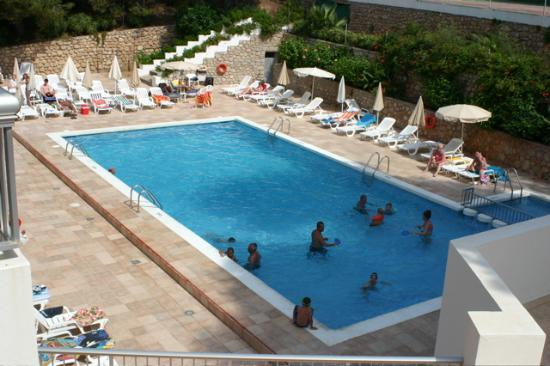 El Pinar Aparthotel : Pool from room