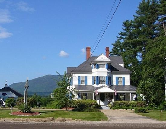 Samuel O'Reilly House: Great setting with the mountains in back