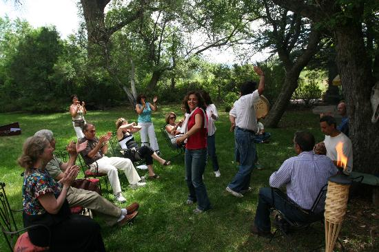 Touchstone Inn: Dancing in the garden