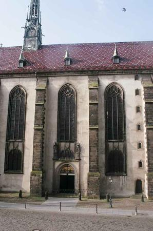 Hotel Alte Canzley: View of Castle Church doors from our window