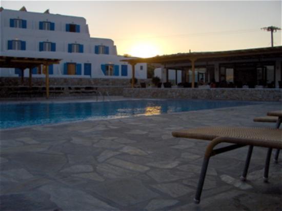 Yiannaki Hotel : Hotel from across the pool