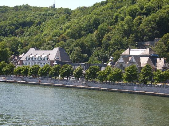 Namur, Belgique : great setting on the river meuse