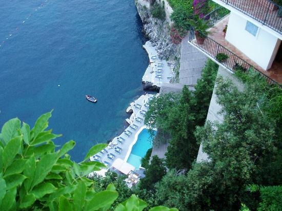 Santa Caterina Hotel: The pool area from the balcony bar