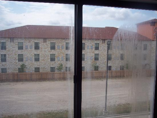 Red Roof Inn San Antonio West Sea World: Dirty windows in one room
