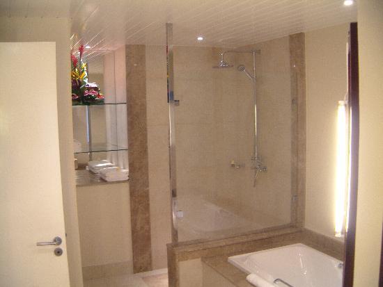 Victoria Beachcomber Resort & Spa : New Bathroom 1