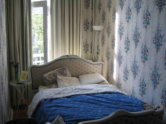 Bema Rentals: Se ve que la cama casi no cabia en la habitación