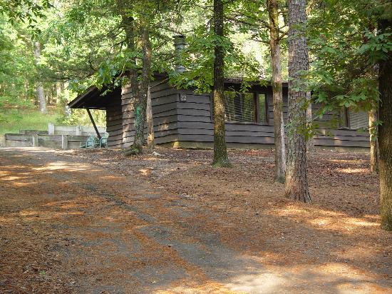 Beavers Bend Resort Park: One of the Duplex cabins