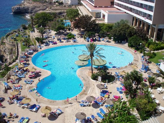 Complejo Calas de Mallorca: View of Pool from Room