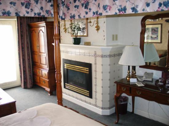 Bavarian Inn: Looking Towards Balcony Door in Garden View Luxury Room