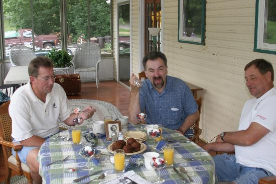 Lake Ripley Lodge Bed & Breakfast: Breakfast!