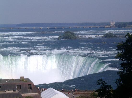 Embassy Suites by Hilton Niagara Falls Fallsview Hotel : View of Horseshoe Falls from Embassy Suites