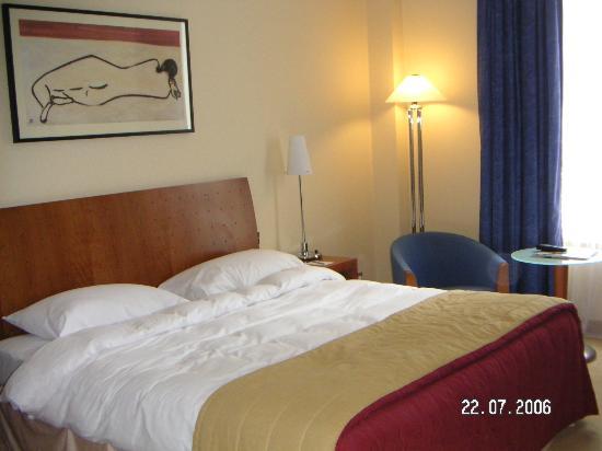 Hilton Cardiff: The room