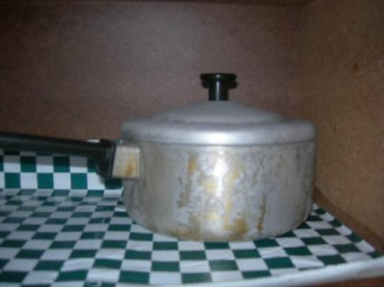 Franciscan Lakeside Lodge: Pot in the kitchen