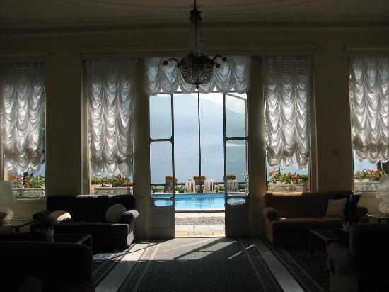 Grand Hotel Menaggio: Inside looking out towards pool and lake