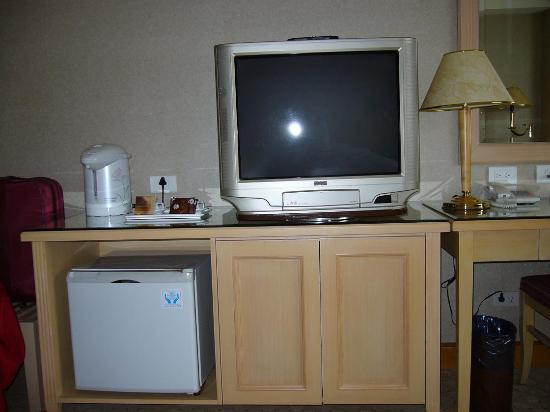 Chuto Plaza Hotel: and plenty of TV if it is to hot outside!
