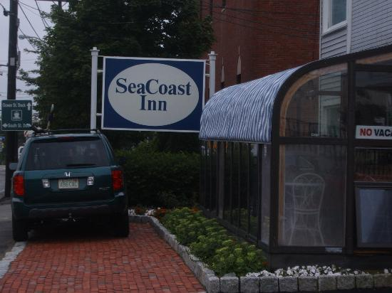 SeaCoast Inn: Sunroom/Breakfast