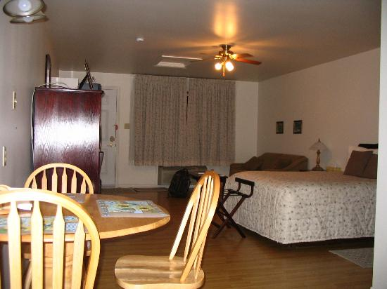 Harmony Bed & Breakfast: Large Clean Suite