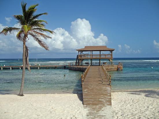 ‪‪Cayman Brac Beach Resort‬: Brac Reef pier‬