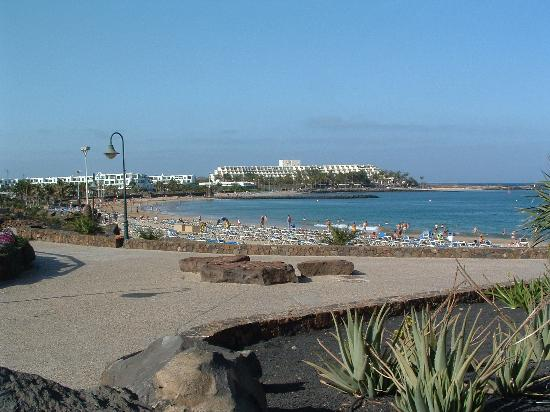 H10 Suites Lanzarote Gardens: beautiful beach costa teguise